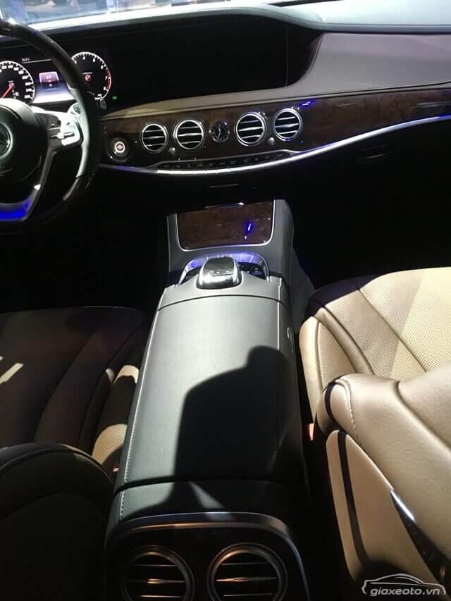 khu-vuc-dieu-khien-trung-tam-xe-Mercedes-Benz-S450