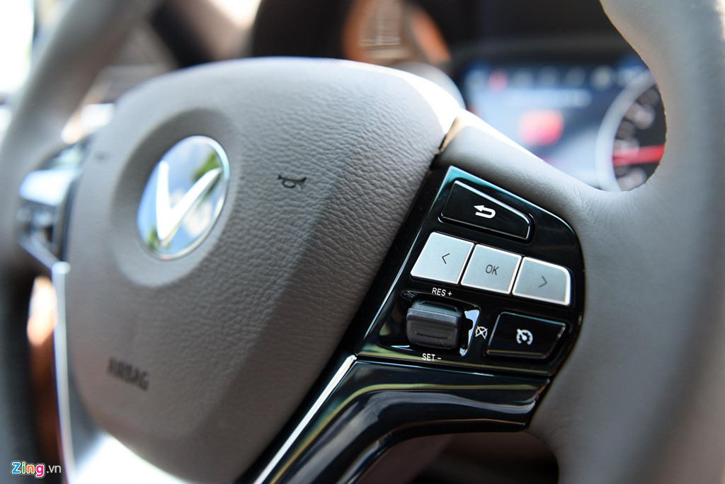 Mau sedan gia 990 trieu VinFast Lux A2.0 ban thuong mai co gi? hinh anh 11
