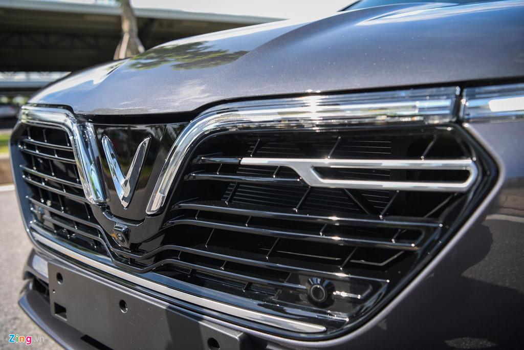 Mau sedan gia 990 trieu VinFast Lux A2.0 ban thuong mai co gi? hinh anh 2