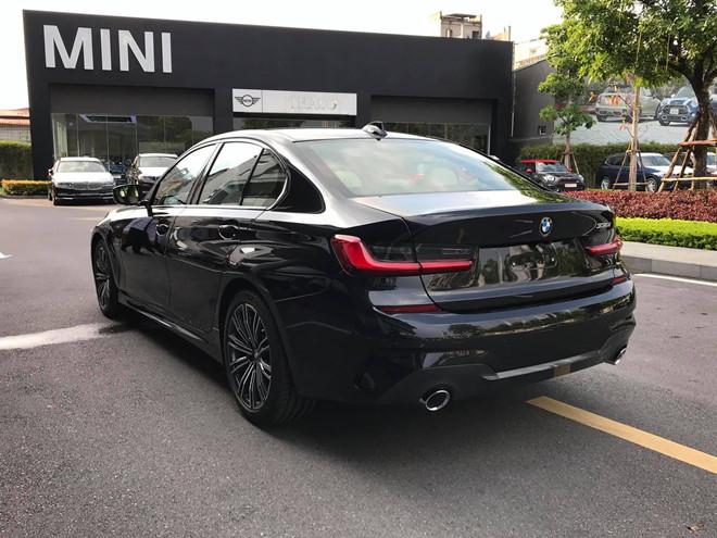 Cận cảnh BMW 330i M-Sport giá gần 2,4 tỉ đồng tại Việt Nam - ảnh 1