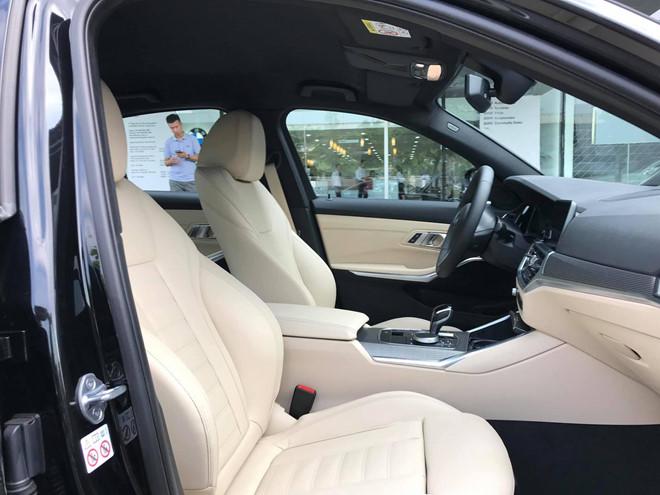 Cận cảnh BMW 330i M-Sport giá gần 2,4 tỉ đồng tại Việt Nam - ảnh 6