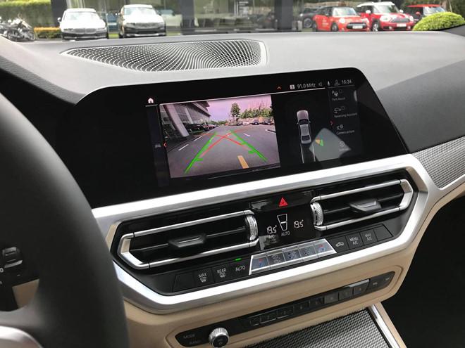 Cận cảnh BMW 330i M-Sport giá gần 2,4 tỉ đồng tại Việt Nam - ảnh 4